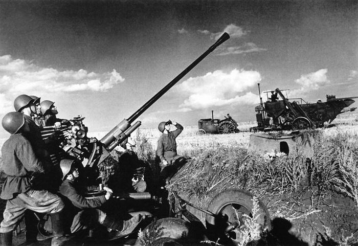 Охрана воздушного пространства при попытка собрать урожай первого года войны. 1941 год.
