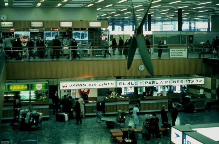 Лондонский аэропорт Хитроу - крупнейший международный аэропорт.