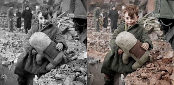 Мальчик с мягкой игрушкой в 1945 году. Фотограф: Тони Frissel.