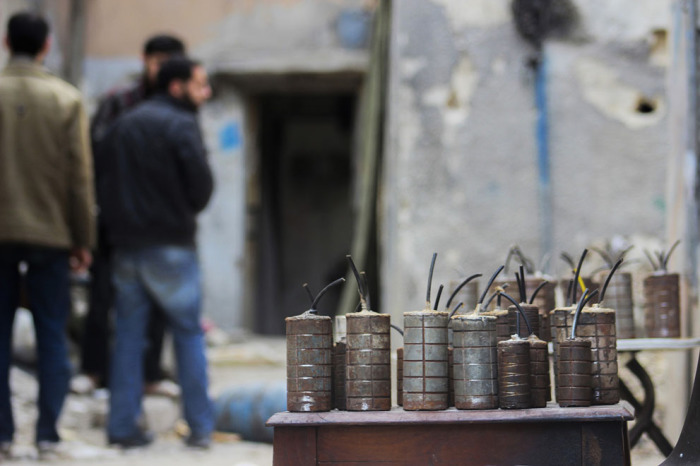 Самодельные гранаты, изготовленные боевиками Свободной Сирийской армии. Пригород Дамаска, район Джобар, 22 февраля 2014 года.