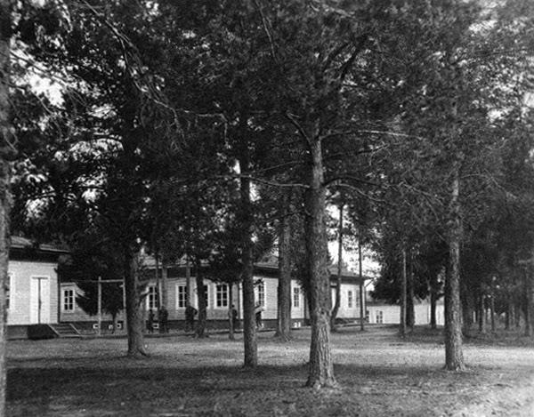 Больница в Двинском Березнике в которой во время войны был развернут госпиталь.