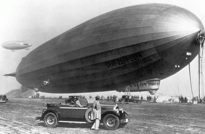 Graf Zeppelin был построен в Германии в 1928 году и являлся на то время крупнейшим и наиболее передовым дирижаблем в мире.