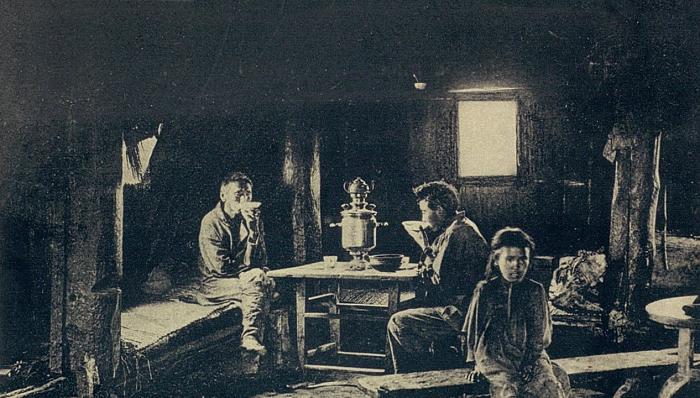 Вид якутской юрты изнутри. Якутская область, начало 20 века.