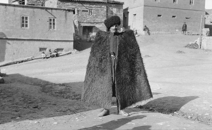 Дагестанец в традиционной бурке. 1933 год.