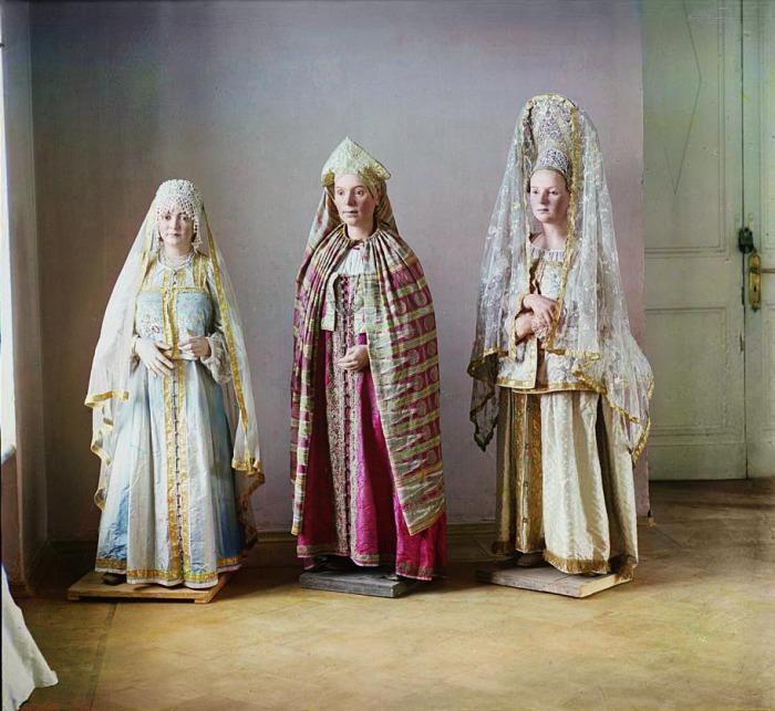Три восковые фигуры в Тверском музее.