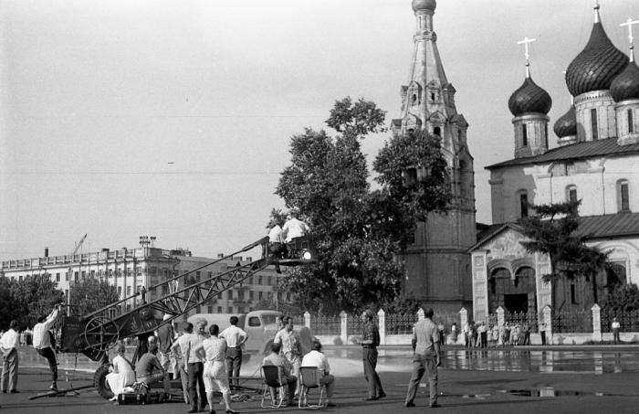 На съемках фильма - Человек, который сомневается. СССР, Ярославль, 1963 год.