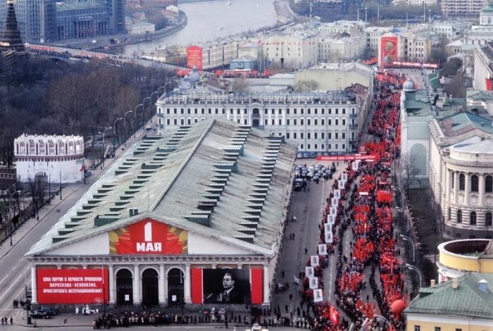 Первомайская демонстрация в Москве в 1976 году.