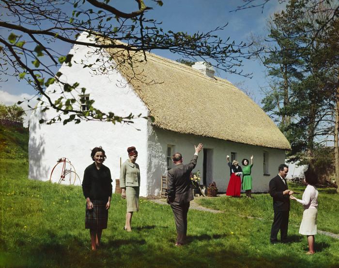 Ирландский коттедж с соломенной крышей, Бунратти, Клэр. Автор фото: Эльмар Людвиг.