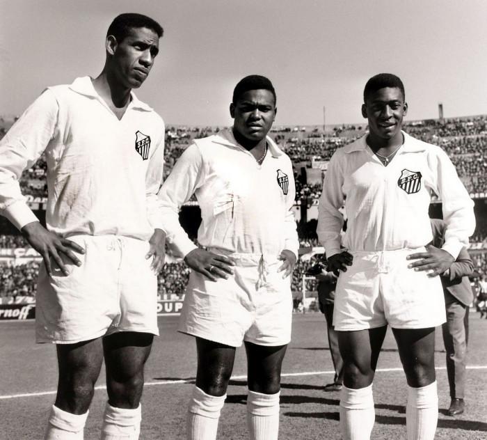 Пеле с товарищами по команде в 1957 году.