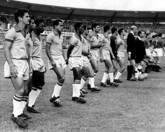 Бразильская сборная перед матчем со сборной Советского Союза.