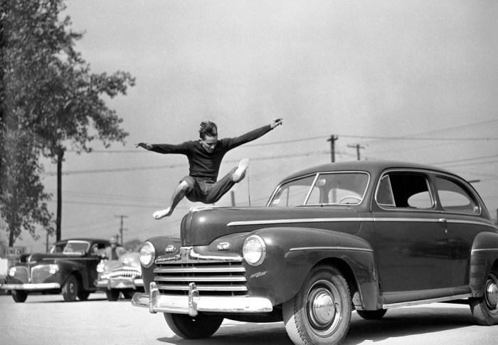 Прыжок через автомобиль, 29 октября 1949 года.