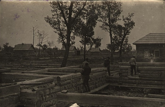 Строительство нового шестиквартирного дома.1930 год.