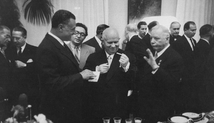 Климент Ворошилов, Никита Хрущев и Насер на официальном приеме в Кремле. СССР, Москва, 1958 год.
