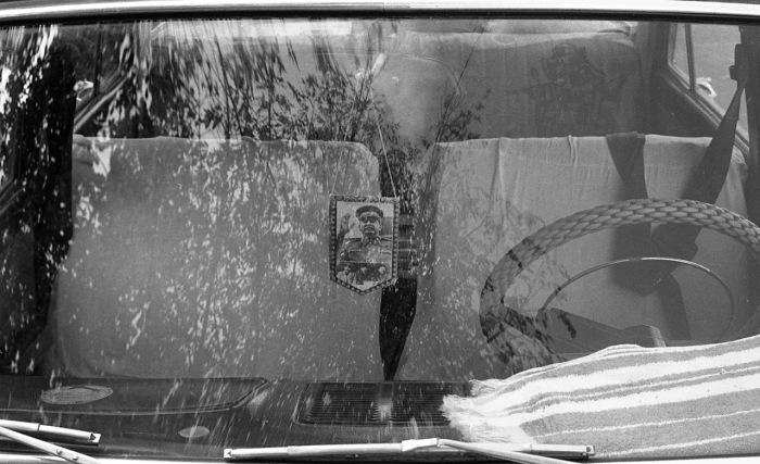 Портрет Иосифа Сталина в машине в виде оберега. СССР, Узбекистан, Самарканд, 1984 год.