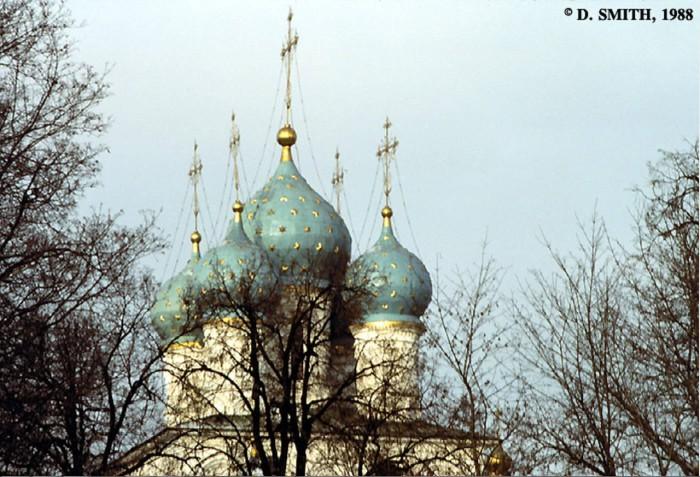 Купола церкви Вознесения Господня в Коломенском. СССР, Москва, 1988 год.