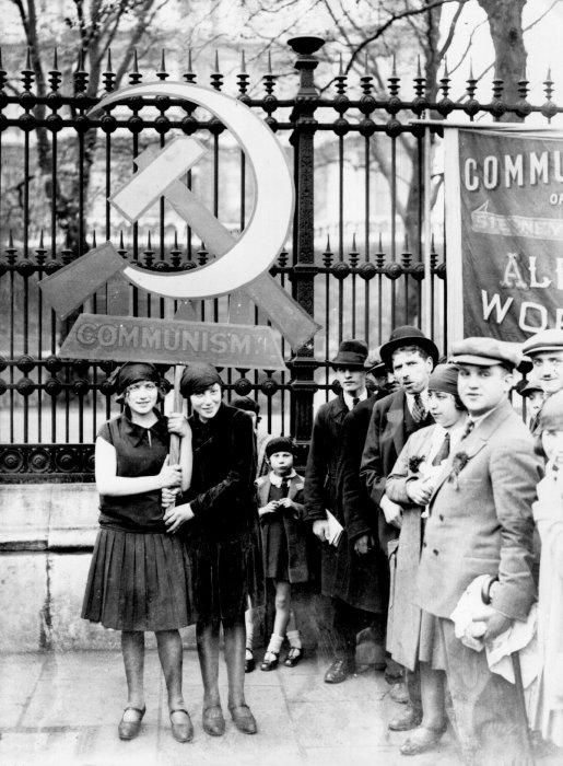 Коммунисты в Лондоне празднуют Первомай в 1928 году.