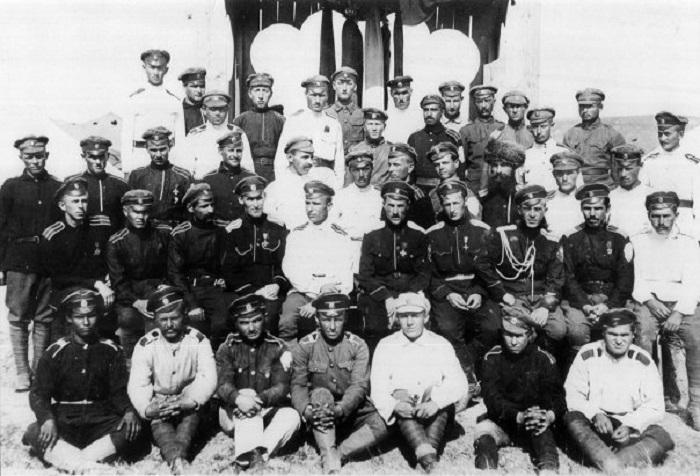 Младший офицерский состав Корниловского ударного полка. Галлиполи, 1920 год.