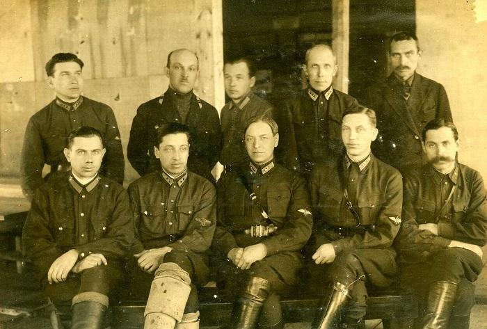 Офицеры и солдаты Ленинградского аэроклуба. 1935 год.