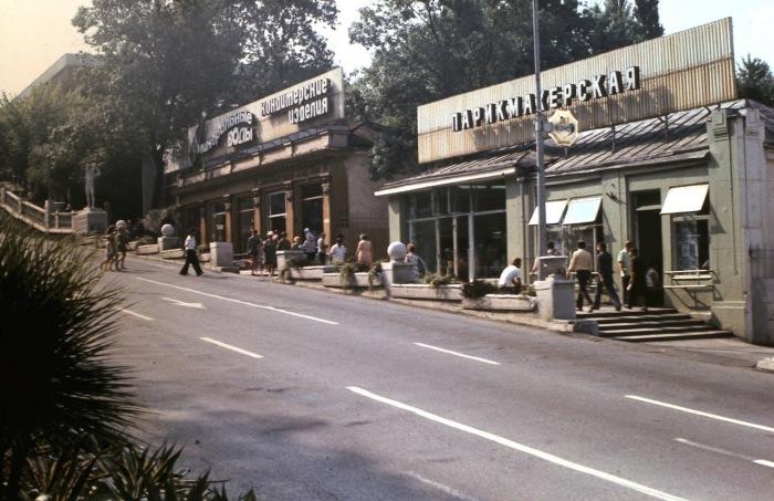 Главная улица города. СССР, Сочи, 1974 год.