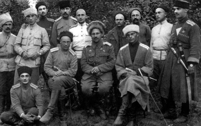 Начальник 2-й Кубанской конной дивизии. Генерал-майор Антон Мейнгардович и Шифнер-Маркевич. 1918 год.