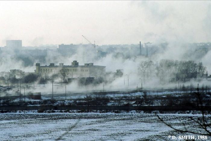 Сгущающийся туман на окраине города. СССР, Москва, 1988 год.