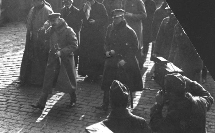 Маршал Йозеф Пилсудский и кинооператор во время празднования. 1920-е годы.