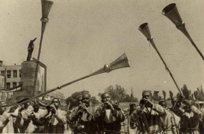 Праздник весны и труда. Первомай. Ташкент, 1935 год. Фото: Max Penson.