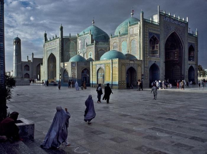 Мечеть в Мазари Шарифе. Афганистан, 1992 год.