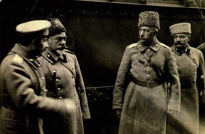 Генералы Богаевский, Деникин и Краснов. Станция Чир, 1918 год.