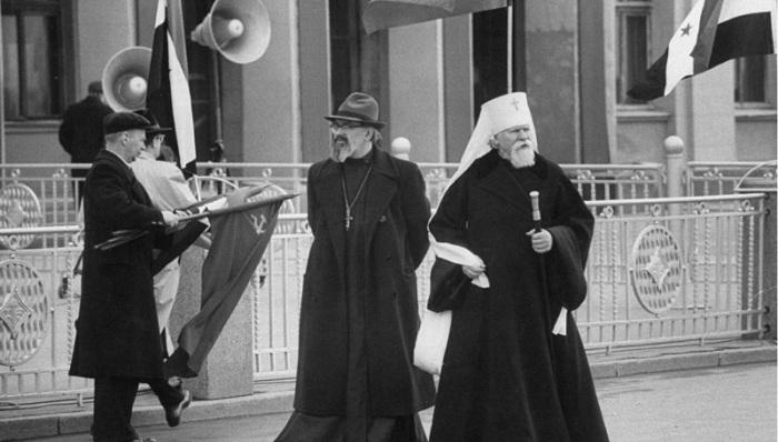 Митрополит Православной церкви Советского Союза Николай на приеме Насера. СССР, Москва, 1958 год.