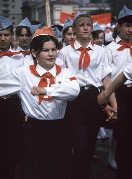 Марш пионеров по Красной площади. СССР, Москва, 1963 год.