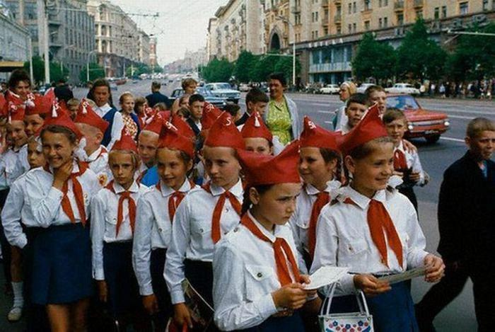 Пионеры на улице Горького. СССР, Москва, 1972 год.