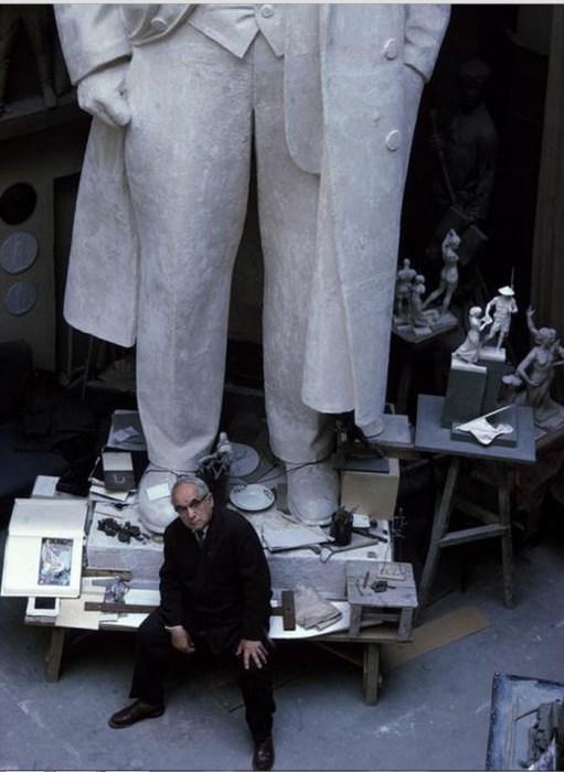 Скульптор Матвей Манизер во время работы. СССР, Москва, 1963 год.