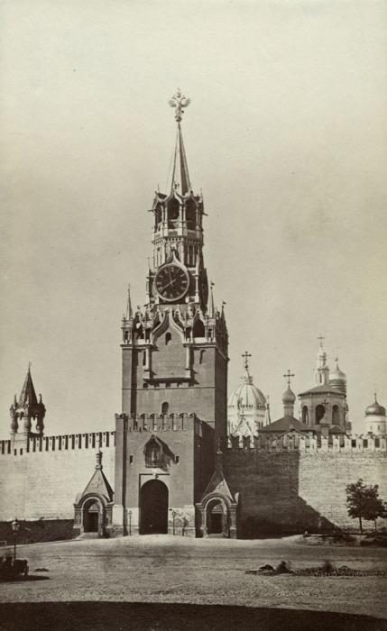 Спасская башня в Москве. Россия, 1880 год.
