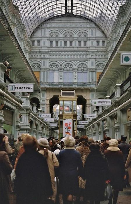 В ГУМе. СССР, Москва, 1984 год.
