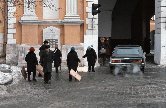 Кремлевские дворники. СССР, Москва, 1984 год.