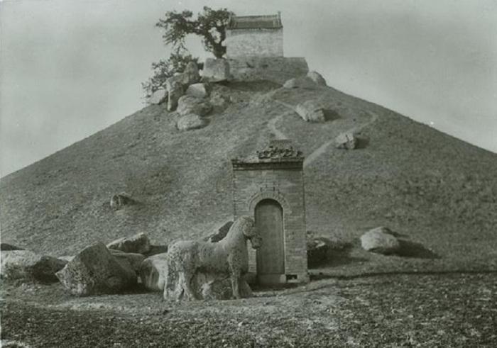 Курган любимца императора У-ди, полководца Хо Цюйбина.