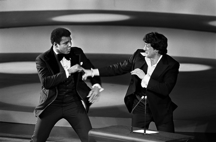 "IMG=https://kulturologia.ru/files/u19829/Unique-in-secrets-15.jpg ALT=""Вручениt премии Оскар, 1976 год."