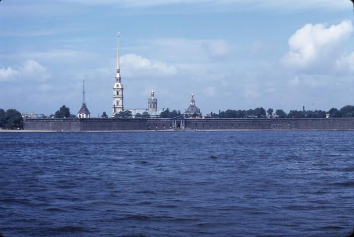 Панорама Невы с видом на Петропавловскую крепость. СССР, Ленинград, 1975 год.