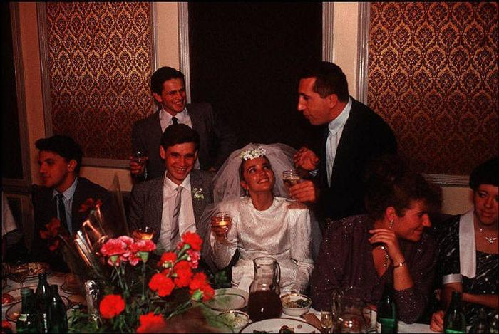 Каждая свадьба - это яркое и насыщенное положительными эмоциями событие. СССР, Одесса, 1988 год.