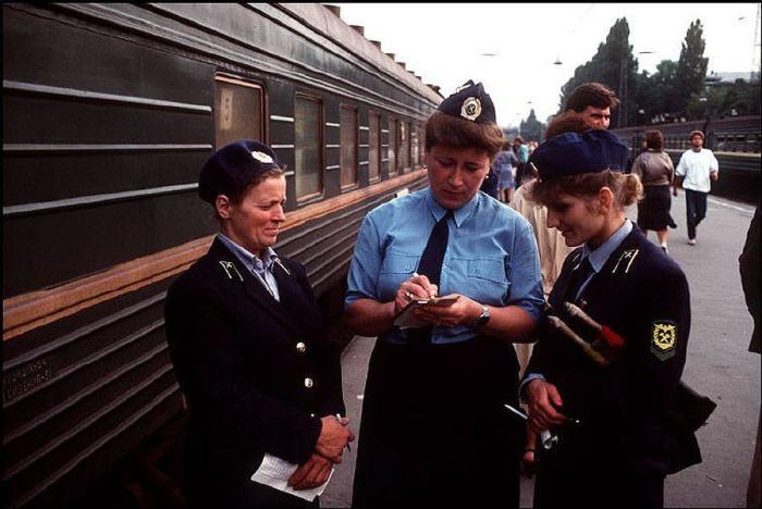 Проводницы на вокзале. СССР, Одесса, 1988 год.