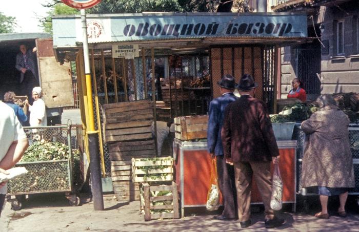 Овощной базар в центре города.