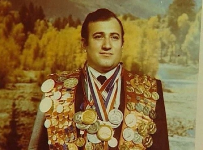 Шаварш Карапетян, спасший 20 человек из затонувшего троллейбуса в Ереване 16 сентября 1976 года.