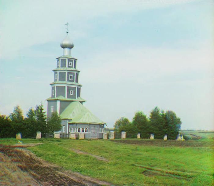 Старинная церковь Тихвинской Божией Матери на правом берегу Тверцы.