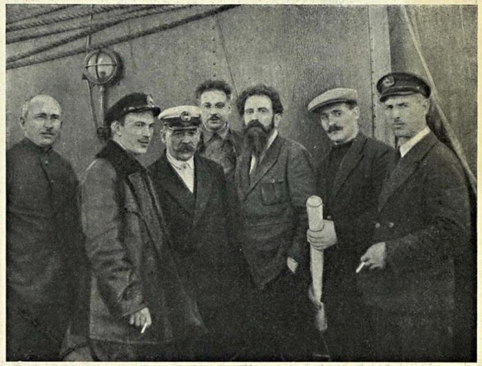 Матросы и офицеры после прохождения Нордкапа. 1 августа 1933 года.
