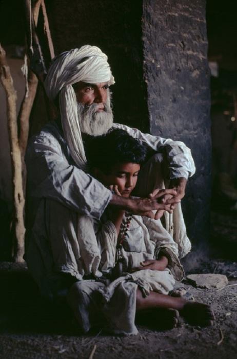Отец и сын. Афганистан, провинция Гильменд, 1980 год.