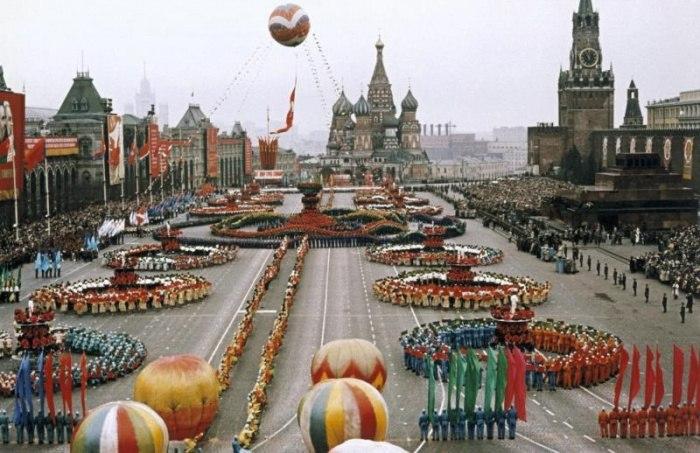 Первомайский парад на Красной площади в Москве. СССР, 1 мая 1959 года.
