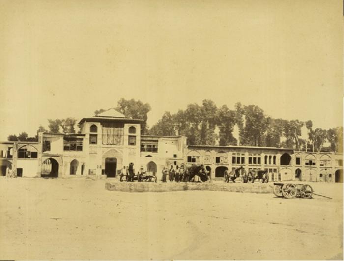 Вход в шахский дворец в Тегеране.
