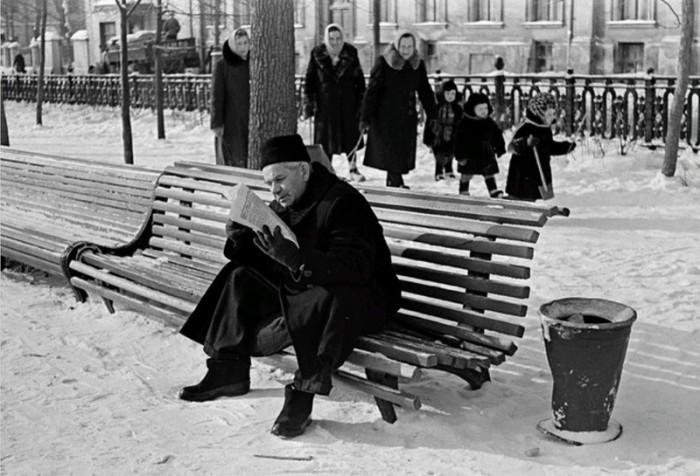 Бульвар в Центральном административном округе города Москвы в 1950-х годах.
