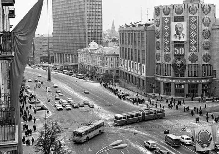 Праздничное оформление улиц в 1972 году.